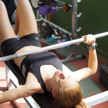 Que-musculos-se-activan-en-el-press-de-banca